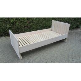 Bed 04 (steigerhout)