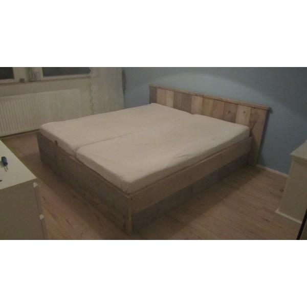Formaat 2 Persoonsbed.Steigerhouten Bed